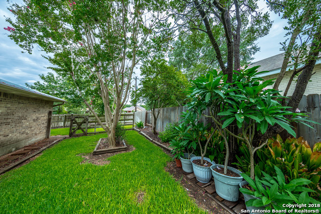 203 ELMWOOD DR, New Braunfels, TX 78130 | Better Homes and Gardens ...
